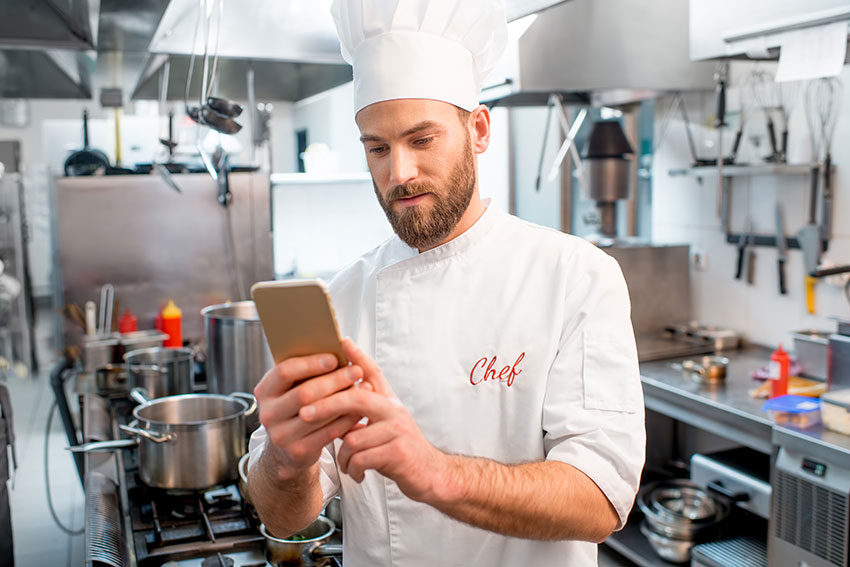Four Reasons Your Restaurant Clients Need UCaaS from ConnectMeVoice